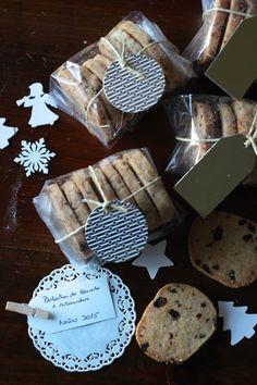 Cozinha do Quintal Cupcake Packaging, Bakery Packaging, Christmas Food Gifts, Christmas Cookies, Dog Food Recipes, Cookie Recipes, Cookies Receta, Cake Stall, Brookies