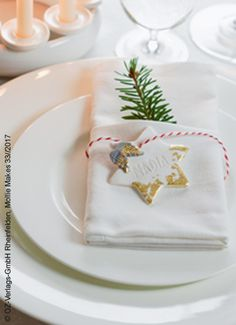 Auch schon im Weihnachtsfieber? Wir haben die schönsten Kreativ-Ideen zur Vorweihnachtszeit! - OZ-Verlag Advent, Napkins, Tableware, Christmas, Christmas Time, Creative Ideas, Decorating, Wedding, Nice Asses