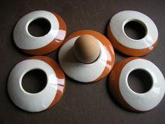 coquetier ronde céramique vernissée naturel/blanc
