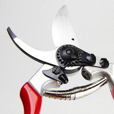 DIE Gartenschere: Felco 8. Vom Schweizer Traditionshaus Felco und für 43,00 € Pruning Shears, Garden Tools, Gardening Scissors, Outdoor Power Equipment