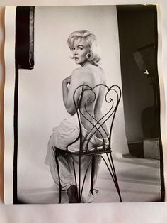 Photo by Eve Arnold, Vintage Glamour, Vintage Beauty, Angelina Jolie, Marilyn Monroe Artwork, Actrices Hollywood, Norma Jeane, Art Deco Design, Up Girl, Vintage Hollywood