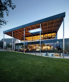 Mont-Laurier Multifunctional Theater / Les architectes FABG