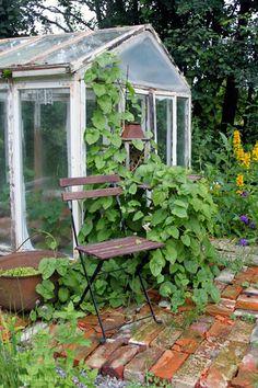 Tiilet - Voikukkapelto Vintage Gardening, Small Greenhouse, Potting Sheds, Garden Tools, Garden Sheds, Seed Starting, Terracotta Pots, Conservatory, Landscape Design