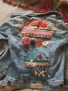 ,Great some ideas for lovely embroidery By embroidering wonderful patterns, little numbers or beautiful boundaries, DIY style makers may design their v. Sewing Art, Sewing Crafts, Sewing Projects, Diy Clothing, Sewing Clothes, Diy Fashion, Ideias Fashion, Denim Art, Diy Vetement