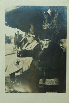 Atatürk Adana'da Fahrettin Altay Paşa'yla cirit oynayanları seyrederken. (17 Ocak 1925) – MustafaKemâlim