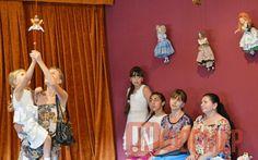 В Севастополе куклы репетировали перед зрителями (фото) http://ruinformer.com/page/v-sevastopole-kukly-repetirovali-pered-zriteljami-foto  30 июня в театре им. Кукол Культурно-информационного центра прошла открытая репетиция спектакля «Белый великан». Завершая первый театральный сезон, труппа театра решила порадовать зрителей премьеройспектакля «Белый великан» для взрослых и детей старше 10 лет.Присутствующие на репетиции, впервые познакомились с творчеством одного из самых читаемых и…