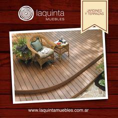 Usar deck de madera en el jardín genera una sensación de espacio acogedor en el medio de la naturaleza.