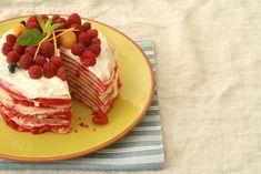 Blynų tortą galite iškepti bet kada ir bet kur. Jį maloniai sutinka ir vaikai, ir suaugusieji. Kai aplink gausu įvairiausių uogų – blynų tortas yra geriausia dovana.