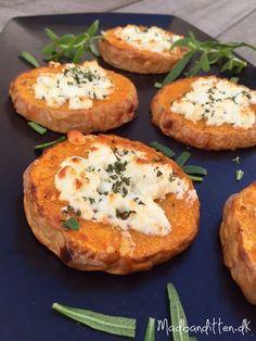 Disse små lækre græskarpizzaer er uhørt lækre og fungerer fint både som tilbehør eller som en let frokost. Prøv den lækre opskrift her: