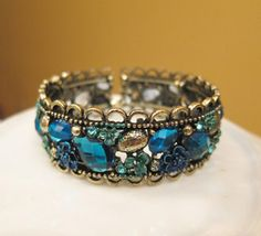 Blue-Bangle-Bracelet memory wire and glass beds