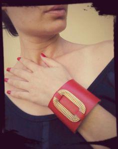 Bracelete Couro vermelho/dourado whatsapp: 317300-4489 http://instagram.com/petalasdemaria