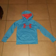 Under Armour kids pullover Baby blue with pink symbol in great condition..slight piling on wrist area barley noticeable..great condition...it is size medium youth Under Armour Jackets & Coats