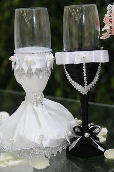 Lindo par de Taças decoradas de Noivinho e Noivinha. *** Preço referente ao par. R$ 135,00