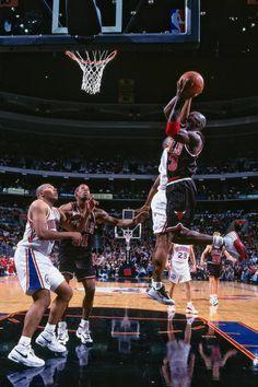 Bulls Basketball, Basketball Legends, Jordan Bulls, Jordan 23, Philadelphia, Michael Jordan Photos, Basketball Photography, Air Jordans, Chicago