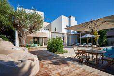 Modern villa near to the beach in Bendinat #StylishHomes