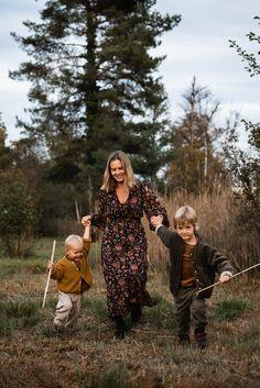Motherhood Fotoshooting: Bilder von Mama und Kind - Isabelle Kade Fotografie Couple Photos, Couples, Outfits, Photography Kids, Families, Photo Shoot, Pictures, Couple Shots, Suits