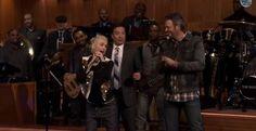 Gwen Stefani Grinds On Jimmy Fallon In Hilarious Lip Sync Battle - WATCH