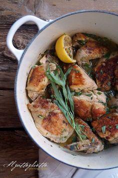 Questa ricetta ha un'aria un po' provenzale, devo dire che è un pollo profumatissimo e appetitoso che a casa nostra è andato a ruba! Così passiamo dalla ricetta più asiatica di ieri a questa dai connotati un po' francesi. In questo caso utilizzeremo il pollo intero e il risultato, ve lo prometto, sarà fantastico! Il …