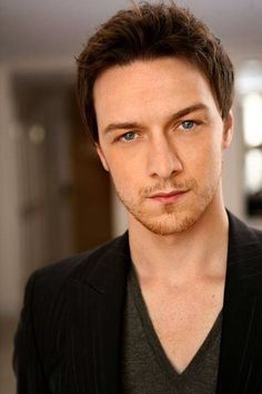 James McAvoy I could stare at him all day! James Mcavoy, Glasgow, Pretty People, Beautiful People, Theater, Scottish Actors, Attractive People, Michael Fassbender, Famous Faces