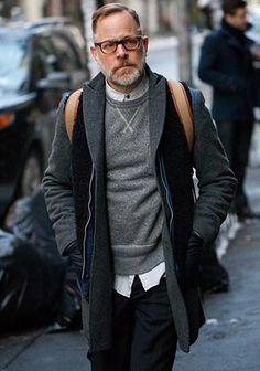 【スウェットで絶妙なハズし】50代チェスターコートの着こなし(メンズ) | Italy Web