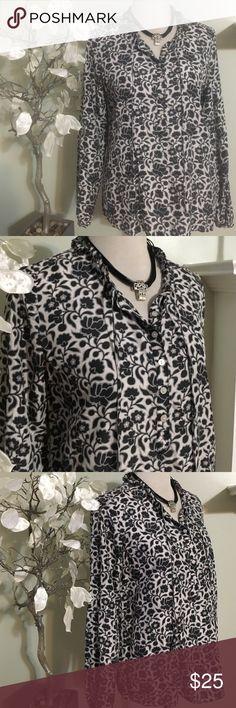 LIZ CLAIBORNE SILK BLOUSE Gorgeous blouse in excellent condition, 100% silk Liz Claiborne Tops Blouses
