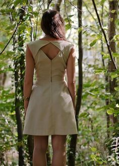 Patron de couture : Robe Belladone (Deer) I would add some length but cute Diy Clothing, Sewing Clothes, Clothing Patterns, Dress Patterns, Fashion Details, Diy Fashion, Fashion Design, Diy Vetement, Couture Sewing