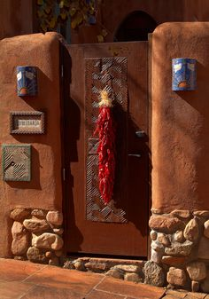 🌟Tante S!fr@ loves this📌🌟These are some of my favorite impressions of Santa Fe, New Mexico captured during photographic jaunts to this photogenic city in recent years. Enjoy scenes of this charming and beautiful city! Southwestern Home, Southwestern Decorating, Southwest Decor, Southwest Style, New Mexico Style, Taos New Mexico, New Mexico Homes, Sante Fe New Mexico, Santa Fe Home
