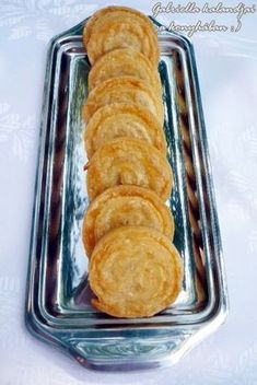Sajtos csiga (este összeállítani,reggel sütni) My Recipes, Snack Recipes, Snacks, Recipies, Hungarian Cake, Savory Pastry, Cake Cookies, Scones, Bacon
