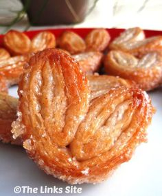 Sweet and Crunchy Cinnamon Palmiers - These would be a lite sweet treat for Christmas morning! The Links Site Puff Pastry Recipes, Cookie Recipes, Dessert Recipes, Donuts, Phyllo Dough, Sweet Bread, Just Desserts, Holiday Recipes, Food To Make