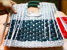 Como se teje un bolso de tubitos de periodicos. Parte 4. Metodos de fijacion de agarraderos - YouTube