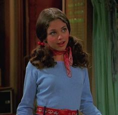"""A breakdown of Jackie Burkhart's most iconic outfits In case you don't know, Jacqueline """"Jackie"""" Beulah Burkhart is a factional character portrayed by the best Mila Kunis on the Fox Network sitcom That Show Jackie is a drama queen, a - # 70s Outfits, Vintage Outfits, Fashion Outfits, Stylish Outfits, Fashion Ideas, 70s Aesthetic, Aesthetic Vintage, Aesthetic Clothes, 70s Fashion"""