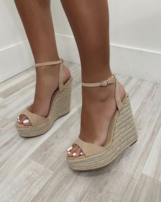 Dr Shoes, Cute Shoes Heels, Shoes Heels Wedges, Womens Shoes Wedges, Wedge Shoes, Me Too Shoes, Shoe Boots, Wedge Sandals Outfit, Sandal Wedges