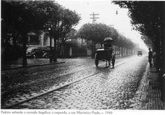 1940 - Padeiro subindo a avenida Angélica. À esquerda a rua Martinico Prado. Foto de Hildegard Rosenthal. Acervo do Instituto Moreira Salles.
