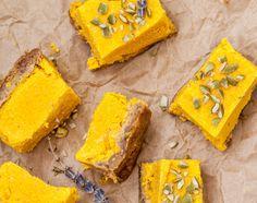 Zdrowe desery bez pieczenia: raw sernik mango