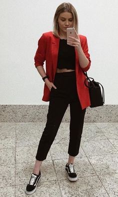 10 Looks Vans Old Skool Look Vans Looks Com Vans Looks Com Vans preto Looks Vans Old Skool van Vans Old Skool vans preto e branco Red Blazer Outfit, Look Blazer, Classy Outfits, Casual Outfits, Cute Outfits, Look Fashion, Fashion Outfits, Womens Fashion, Fashion Boots
