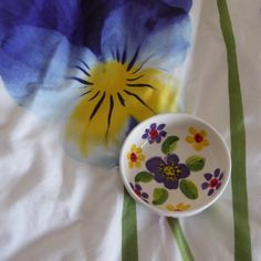 I was not trying to match my bowl with my bedding. Shawl Patterns, Stitch Patterns, Shetland Wool, Fair Isle Knitting, Pansies, Bedding, Lace, Racing, Scarf Patterns