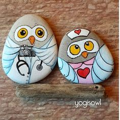 İyi geceler.... Good night.... #taşboyama #stone #stoneart #stonepainting #rock #rockpainting #pebbleart #pebbles #pebblepainting #paintedrocks #paintedpebbles #paintedstones #pietredipinte #piedraspintadas #sassidipinti #illustration #owl #customdesign