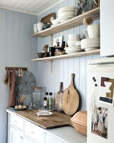 Beach House Kitchens, Cabin Kitchens, Sauna Design, Cabin Design, Nordic Interior Design, Interior Decorating, Small Cottage Interiors, Garderobe Design, Kitchen Decor