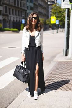 Street style. Maxi black dress. White jacket. White converse. Black bag.