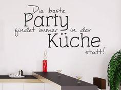 Die beste Party findet immer in der Küche statt! Wandtattoo für die nächste Küchenparty...