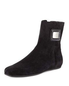 ROGER VIVIER FLAT SUEDE BOOTIE, NERO. #rogervivier #shoes #flats