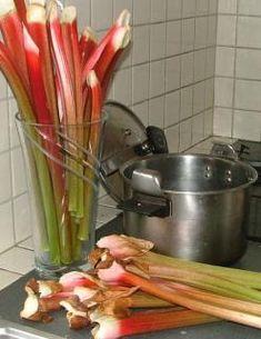 Confiture de rhubarbe : la délicieuse recette Healthy Eating Tips, Healthy Nutrition, Flan Dessert, Compote Recipe, Marinade Sauce, Vegetable Drinks, Food Menu, Vegan Recipes, Good Food