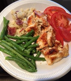 Easy 21 day fix dinner. Chicken marinated in lemon juice and garlic, string beans, smashed red potato and tomatoe. 1 green, 1 yellow, 2 red.