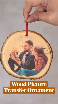 Picture Ornaments, Wood Ornaments, Ornament Crafts, Diy Christmas Ornaments, Homemade Christmas, Diy Christmas Gifts, Christmas Projects, Holiday Fun, Christmas Crafts
