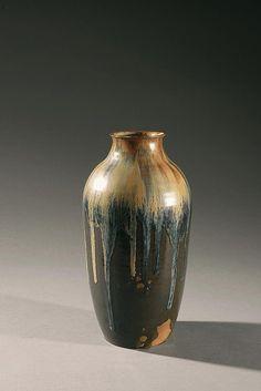Auguste DELAHERCHE (1857-1940) Vase ovoïde en grès émaillé sur fond brun  Signé au cul Hauteur : 32 cm