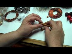 Making Polymer Clay Spiral Beads In the Organic Style by B'sue Polymer Clay Kunst, Polymer Clay Tools, Polymer Clay Canes, Fimo Clay, Polymer Clay Projects, Polymer Clay Beads, Jewelry Making Tutorials, Clay Tutorials, Video Fimo