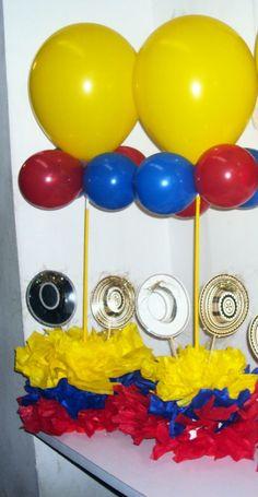 Centro de Mesa Colombia ! Hulk Birthday, 40th Birthday, Balloon Centerpieces, Floral Centerpieces, Colombian Wedding, Ideas Para Fiestas, Party In A Box, Fiesta Party, Anniversary Parties