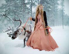 Konkurs Lipton. Mroźna Laponia, kraj Świętego Mikołaja. Jako dziecko zawsze pisałam w grudniu listy właśnie na ten adres... Teraz myśląc o Laponii, pierwsze co przychodzi mi do głowy to renifery. Sama z chęcią wyprowadziłabym jednego na spacer. :)