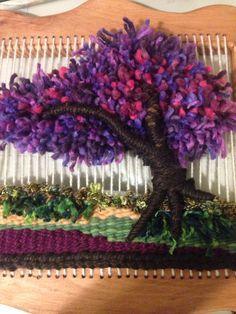 Resultado de imagen para tejidos artesanales en telar Macrame Wall Hanging Diy, Weaving Wall Hanging, Weaving Art, Loom Weaving, Hand Weaving, Tapestry Loom, Tapestry Design, Weaving Projects, Sewing Appliques