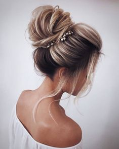 31 Drop-Dead Wedding Hairstyles for all Brides - high loose bun wedding updo ha. - 31 Drop-Dead Wedding Hairstyles for all Brides – high loose bun wedding updo hairstyles – - Medium Hair Styles, Short Hair Styles, Hair Styles For Prom, Wedding Hair Styles, Ponytail Styles, Ideas For Hair Styles, Bun Styles, Hair Jewels, Christmas Hairstyles